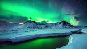 Spectacular-and-Mesmerizing-Aurora-Borealis-Over-Two-Lands-Greenland-And-Iceland-homesthetics-2